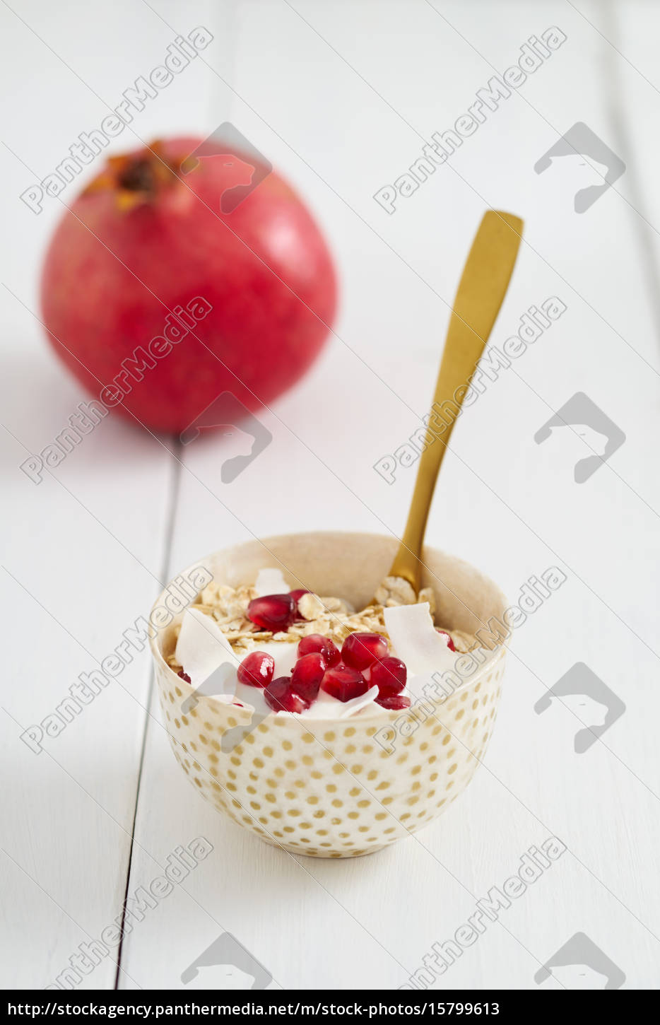 breakfast, cereal, with, pomegranate, seeds - 15799613