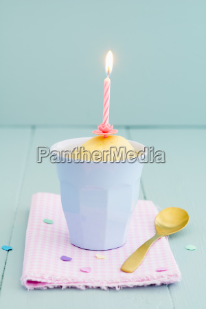cup, cake, with, candle - 15799631