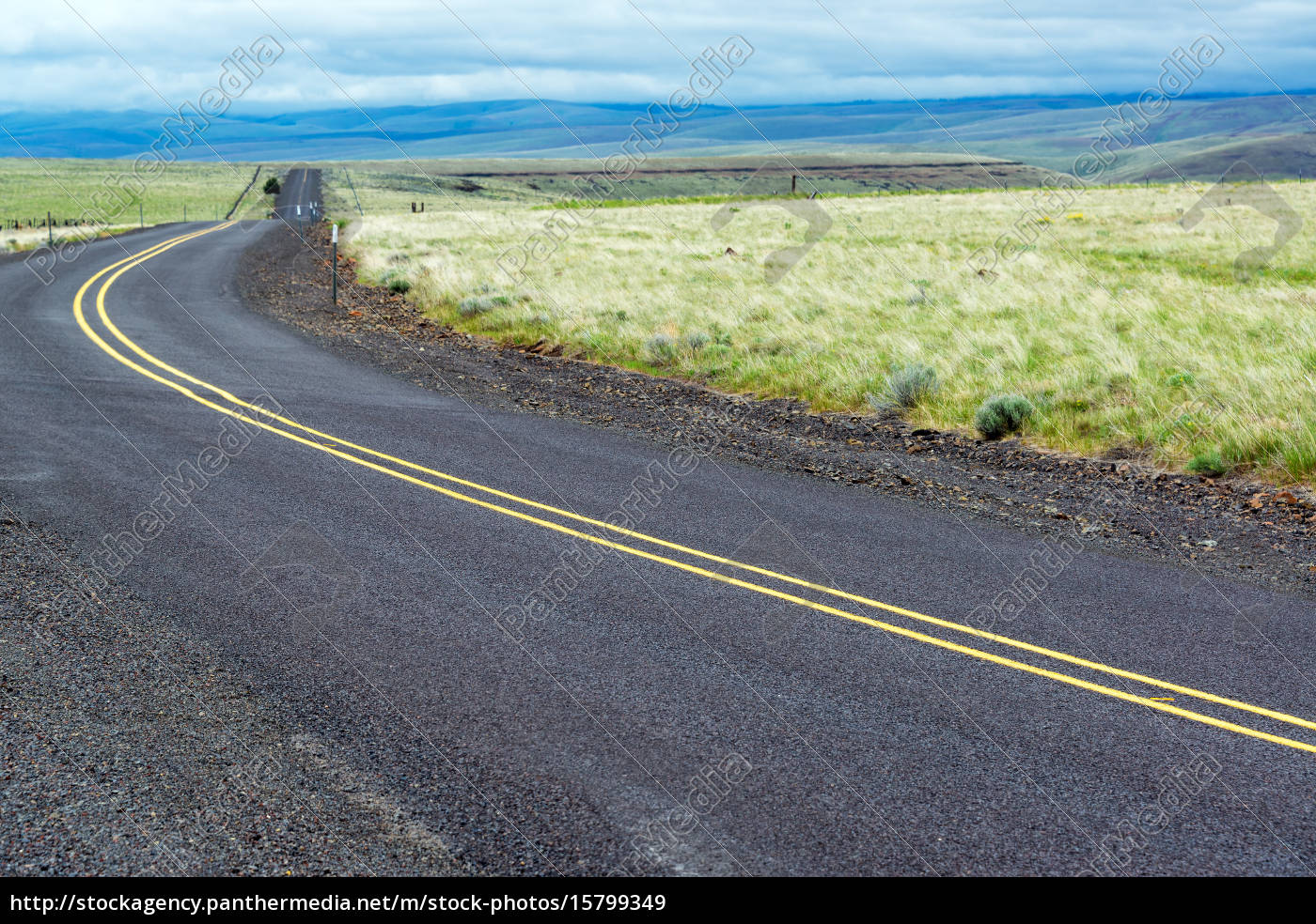 highway, in, central, oregon - 15799349