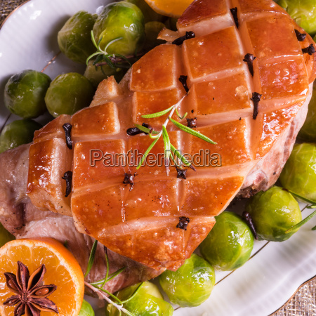 christmas, dinner, with, brussels, sprouts, in - 15800475
