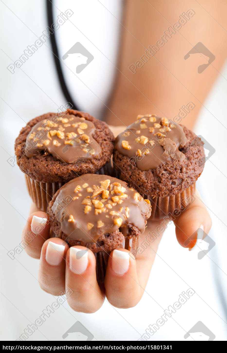chocolate, muffins, in, womans, hand - 15801341