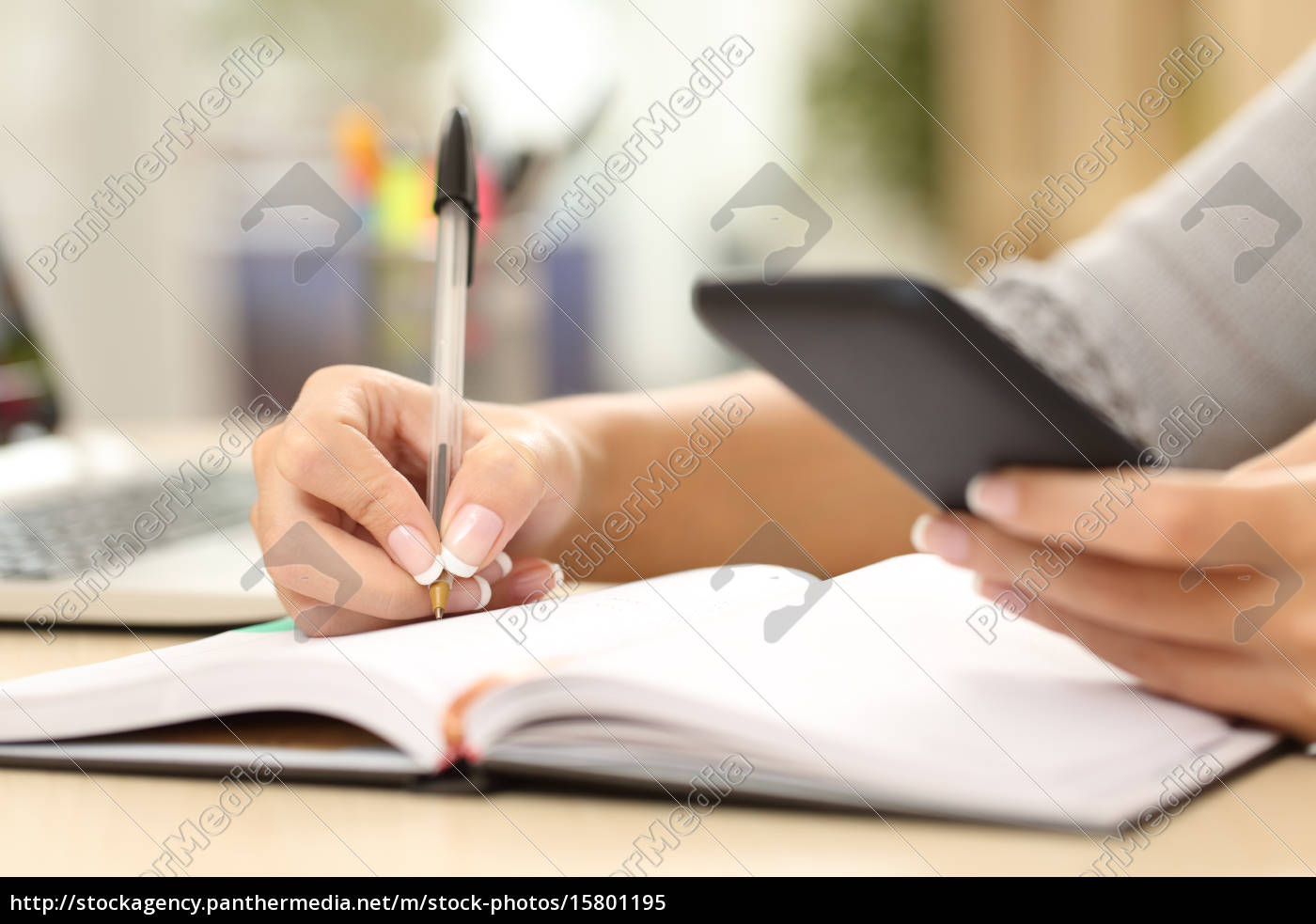 woman, hand, writing, in, agenda, consulting - 15801195