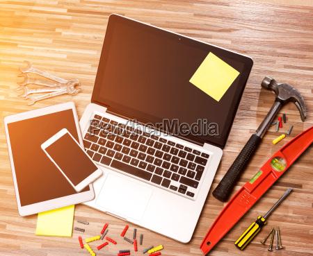wood handymans desk in high definition