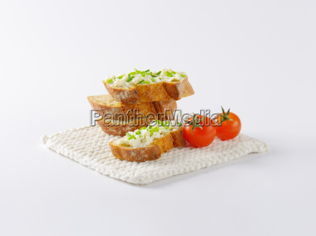 crunchy baguette cheese canapes