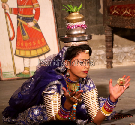 rajasthani performer dancing a traditional dance