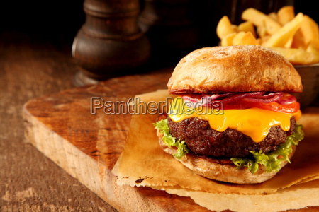 delicious beef burger with cheese und