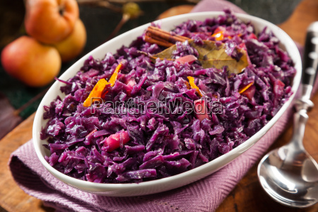 tasty recipe for braised red cabbage