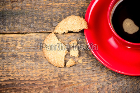 coffee cup with cracked biscuit