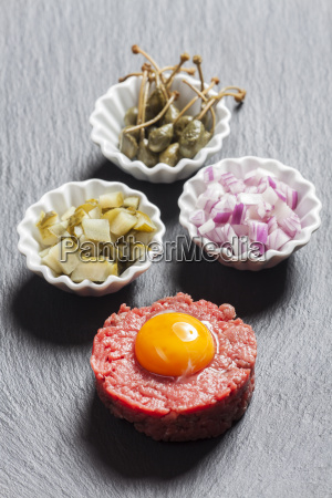 steak tartare with ingredients