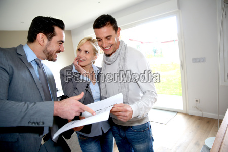 middle aged couple visiting house with