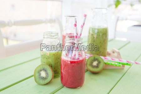gruener smoothie with kiwi