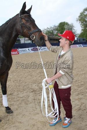 daniele negroni kisses the horse autograph