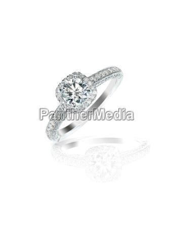 diamond solitaire engagment wedding ring round