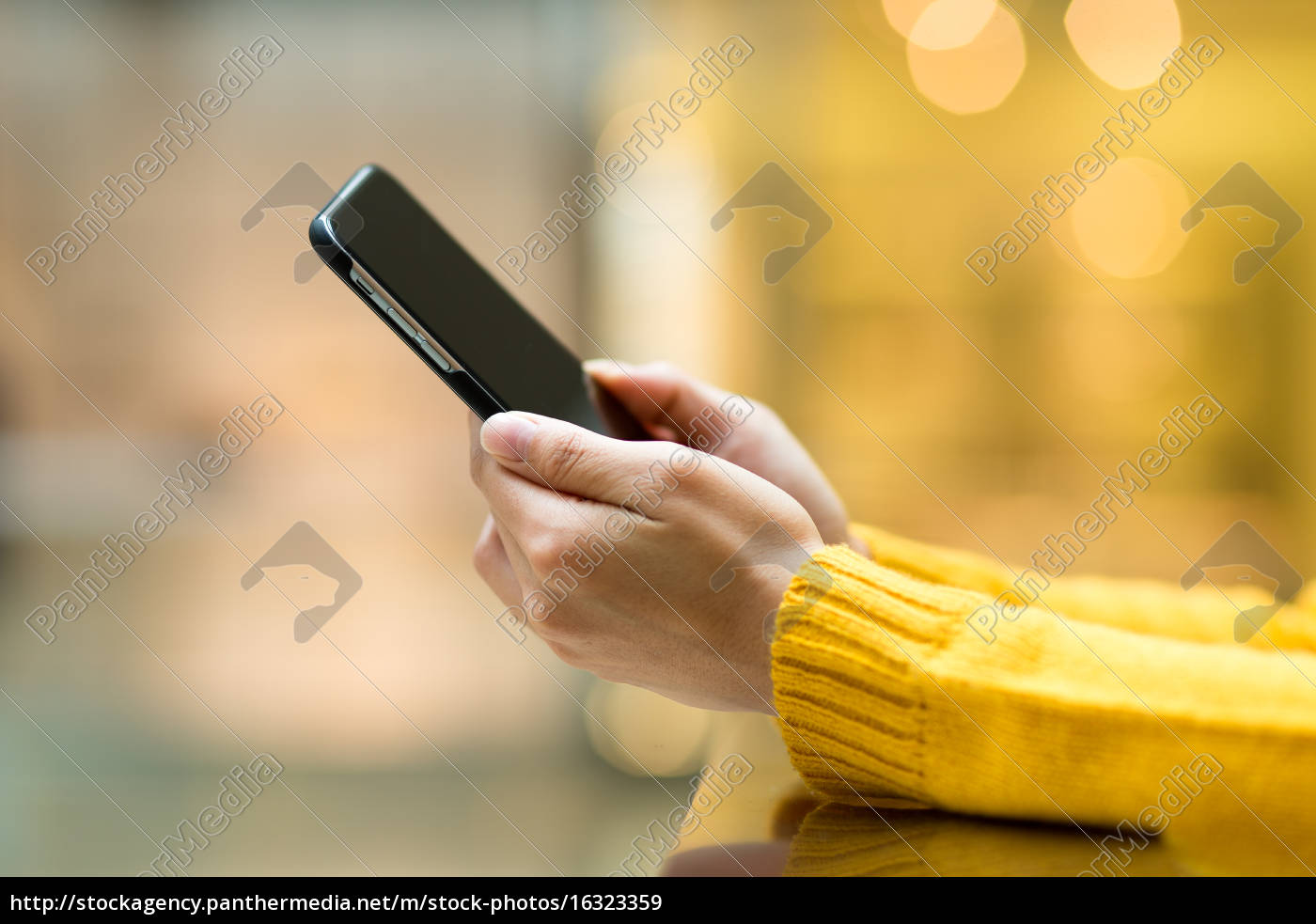 woman, use, of, mobile, phone - 16323359