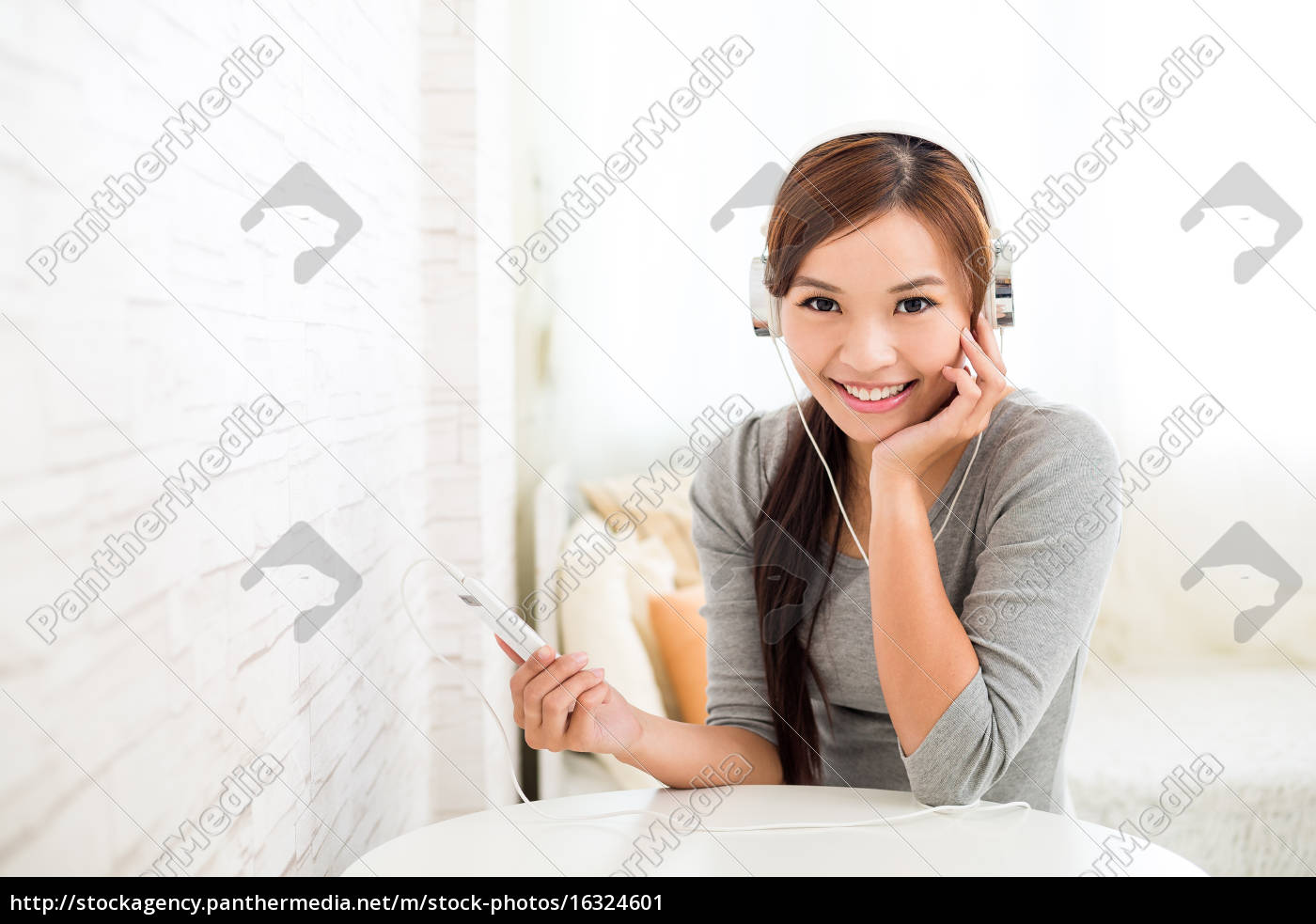woman, listening, to, song, with, music - 16324601