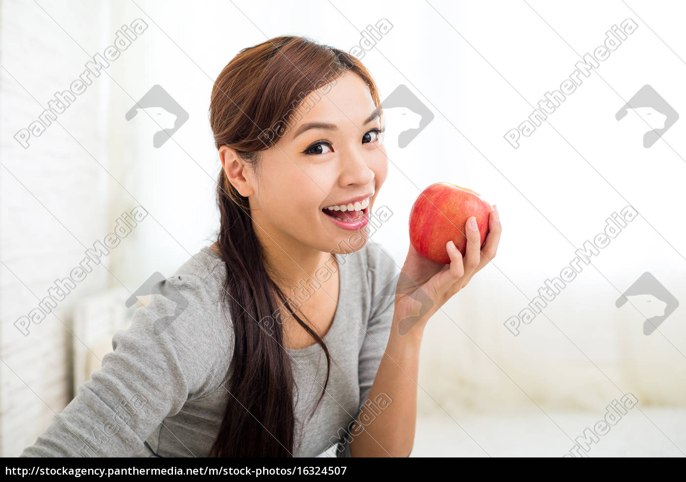 woman, with, an, apple - 16324507