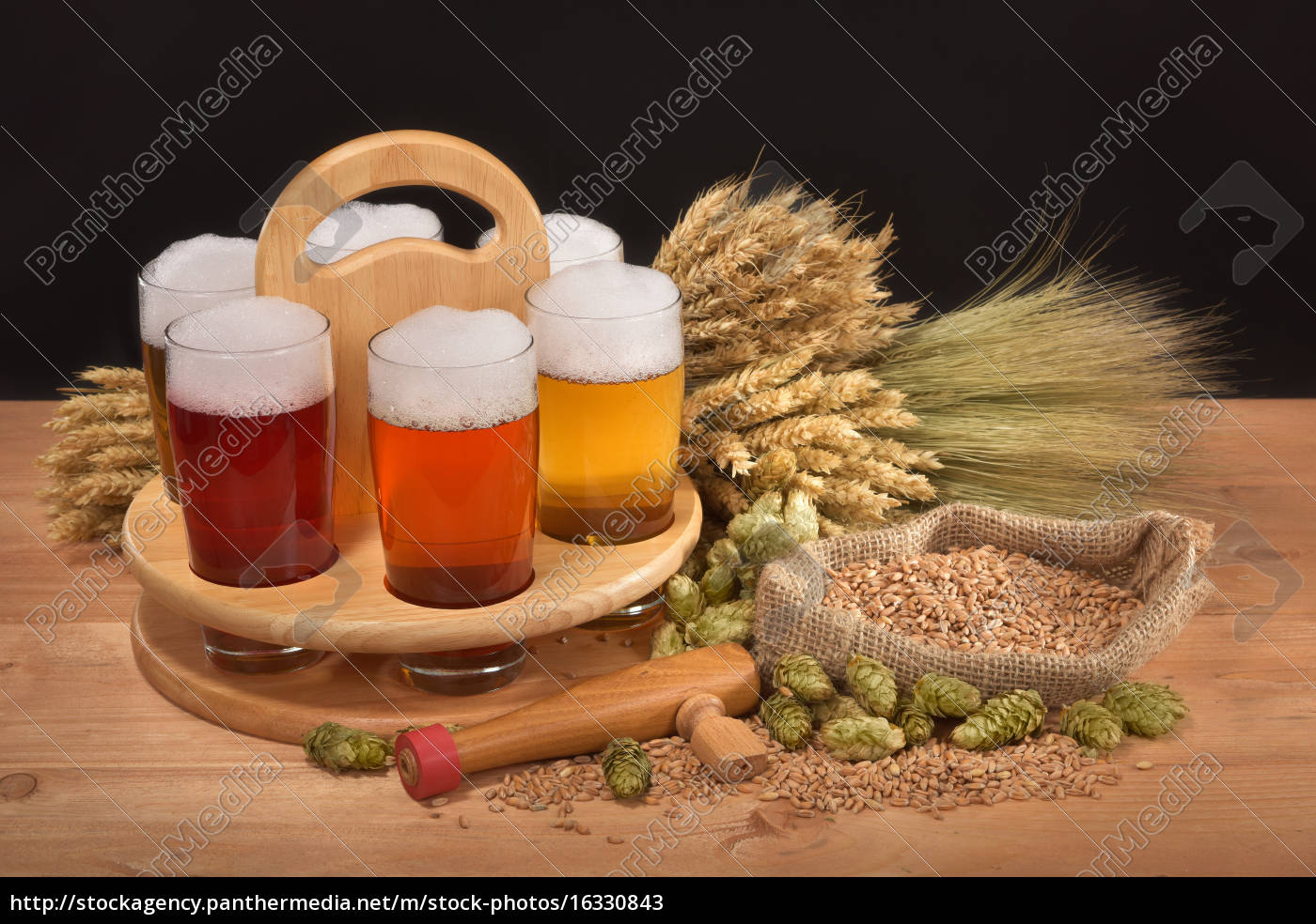 beers, with, beer, glasses - 16330843