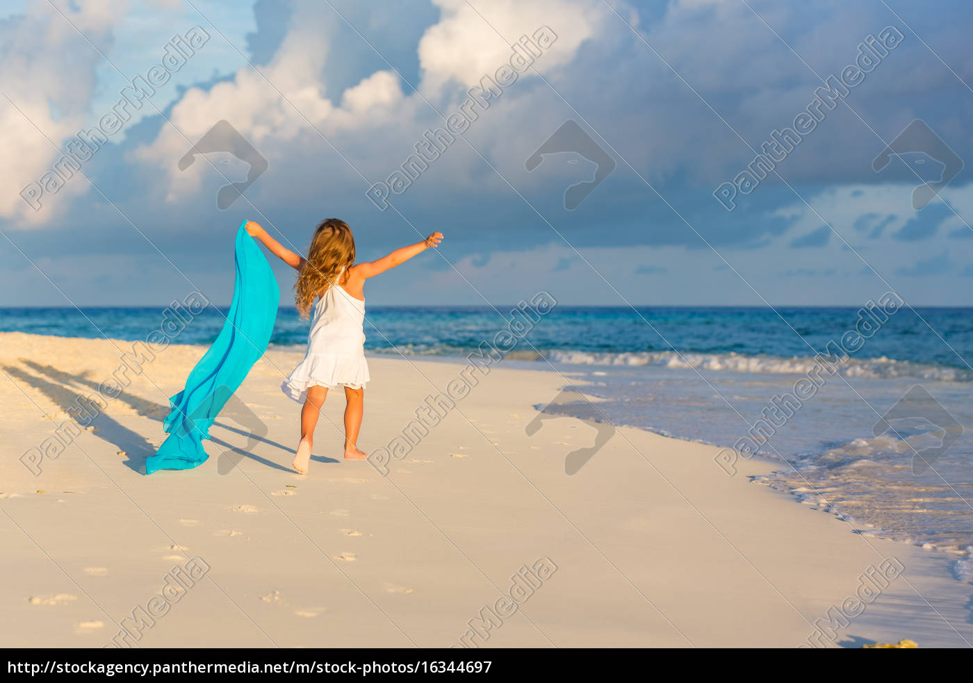 little, girl, on, the, beach - 16344697