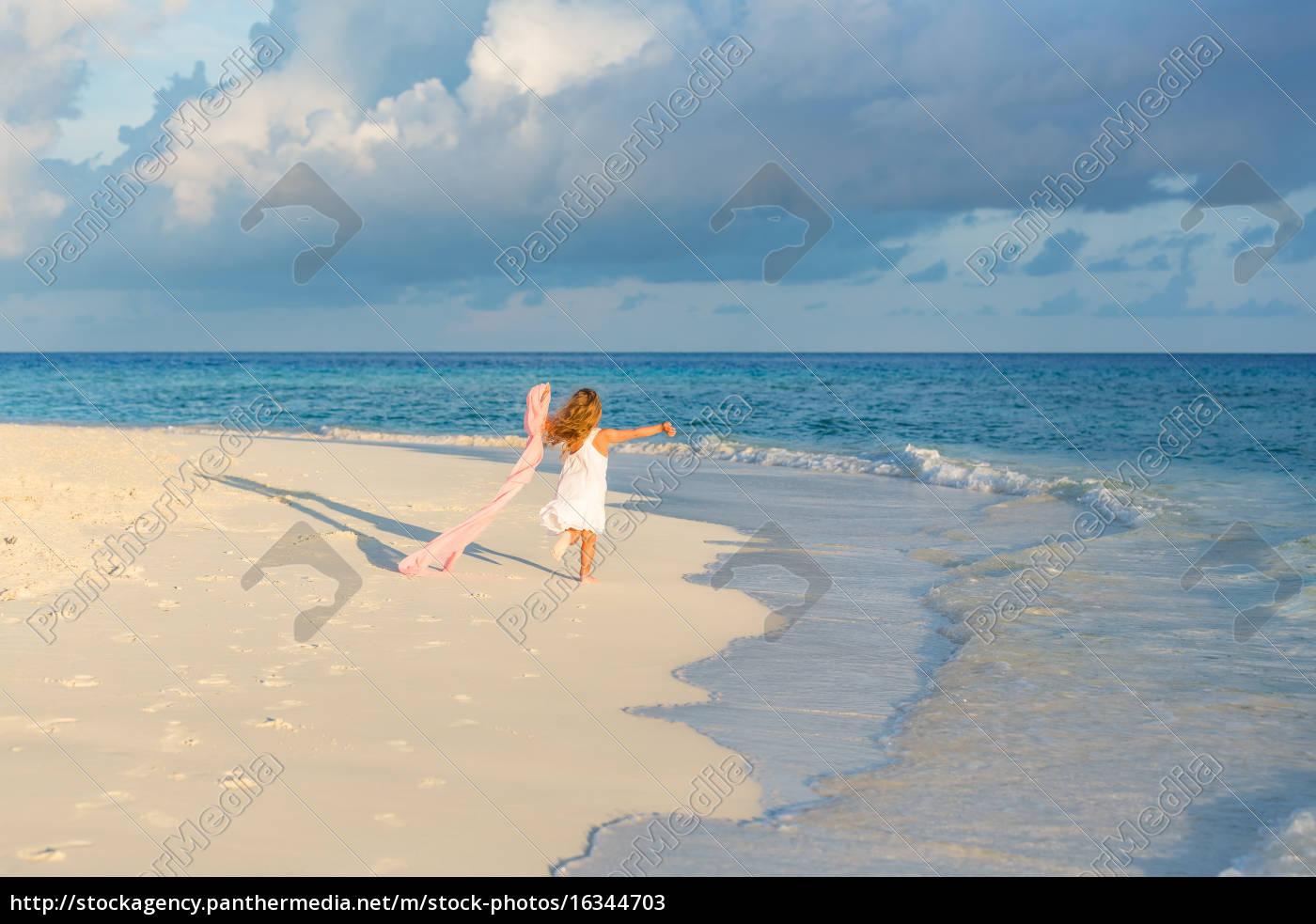 little, girl, on, the, beach - 16344703
