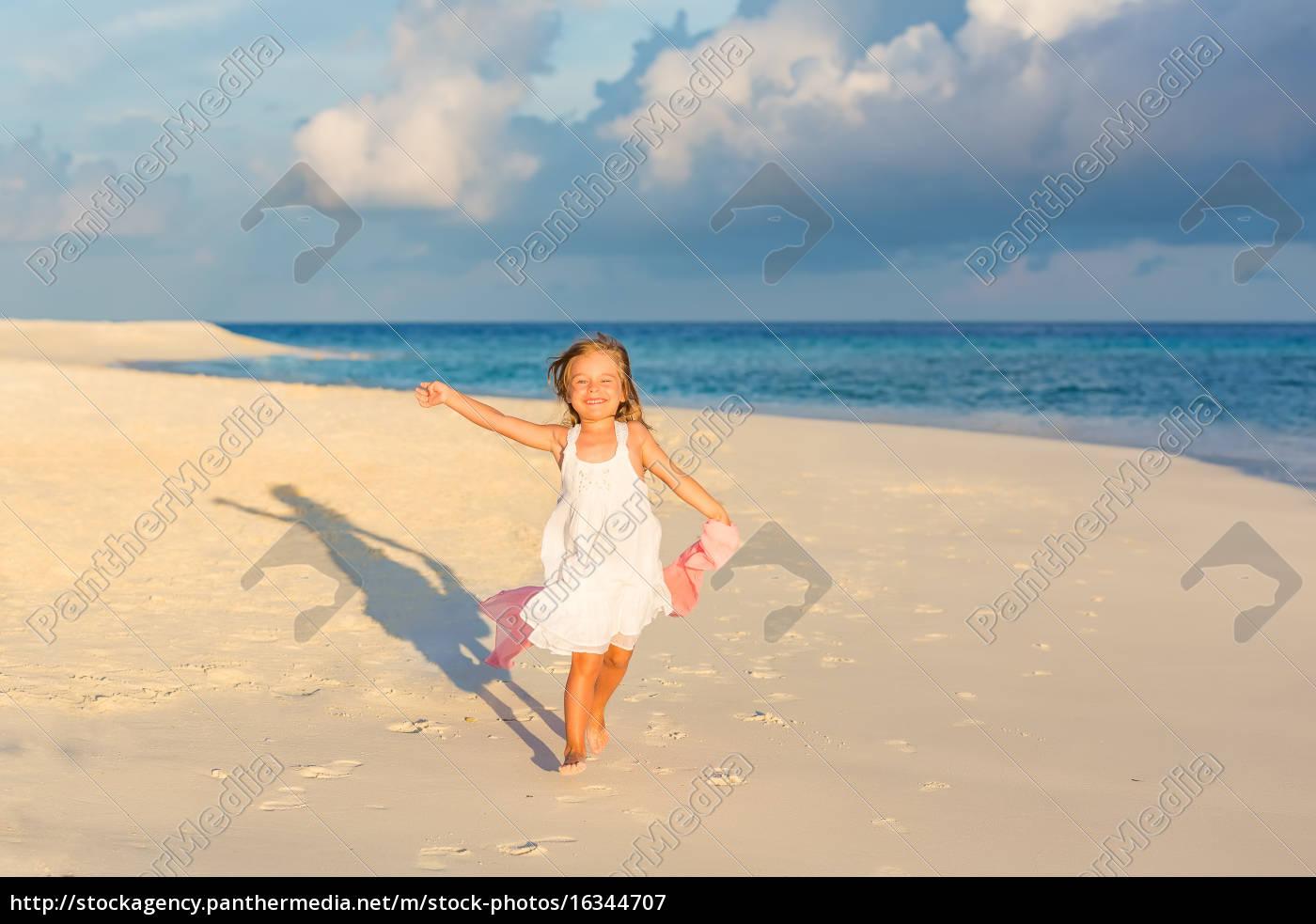 little, girl, on, the, beach - 16344707