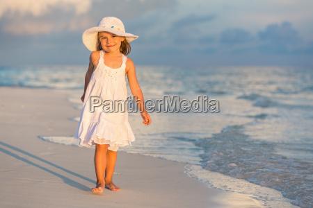 little, girl, on, the, beach - 16344725