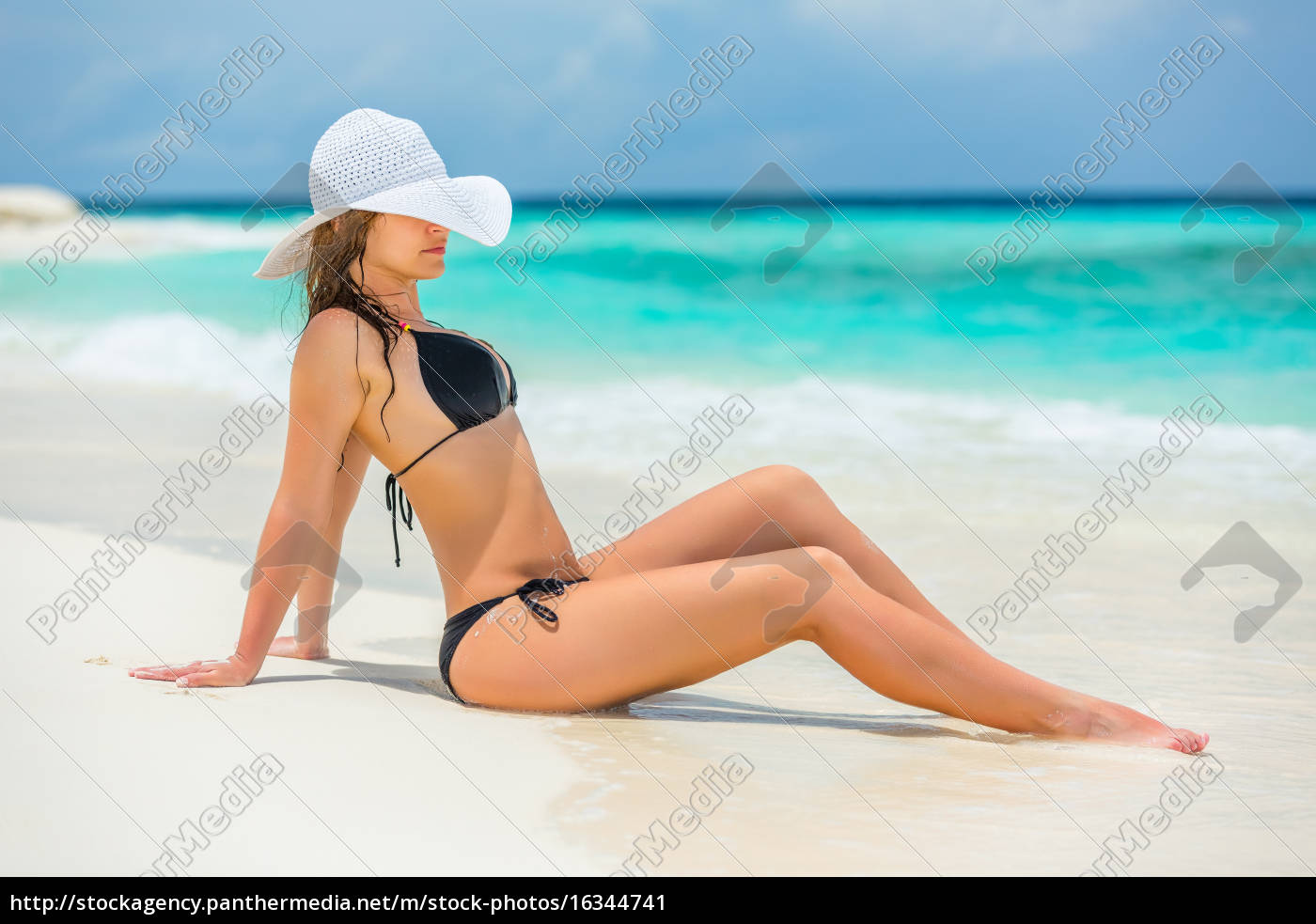young, woman, on, the, beach - 16344741