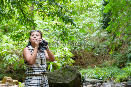 girl, using, binoculars, in, forest - 16356191
