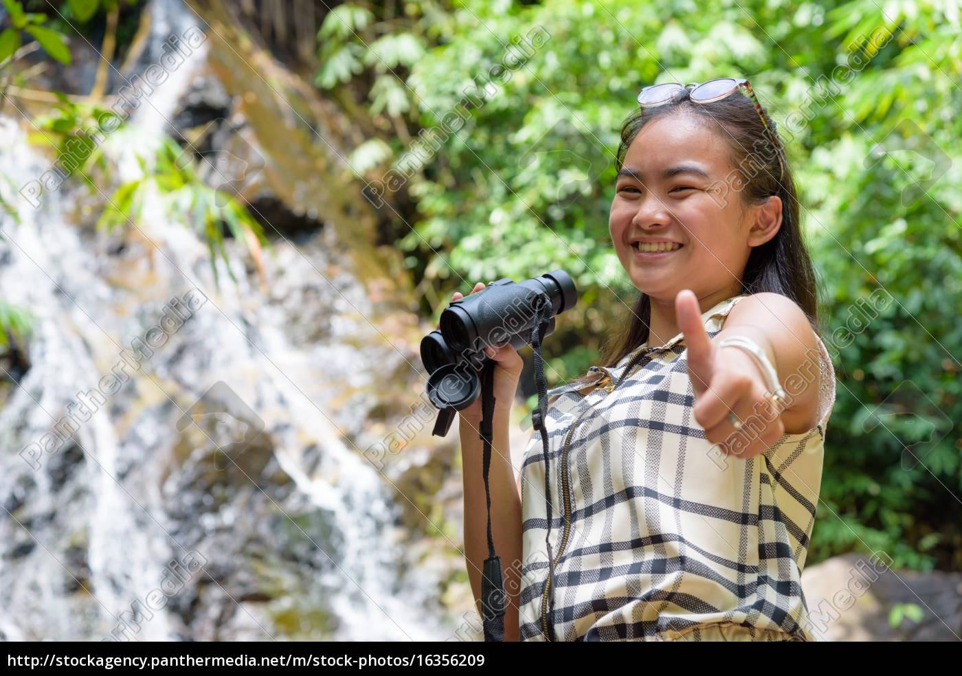 girl, using, binoculars, in, forest - 16356209