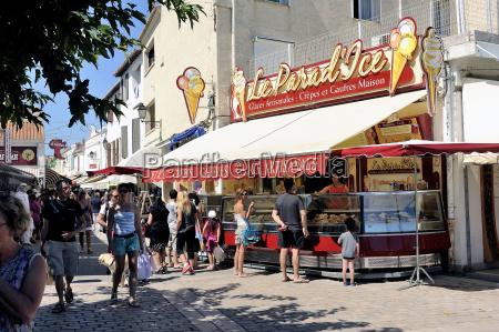 ice cream shop in the pedestrian