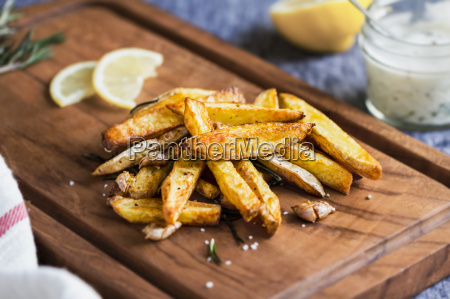 potato wedges with rosemary and sea