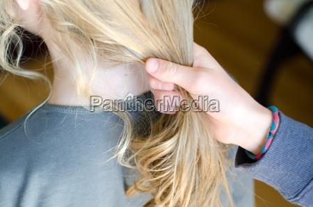 hermana hermanas posesion tenencia cabello ninya