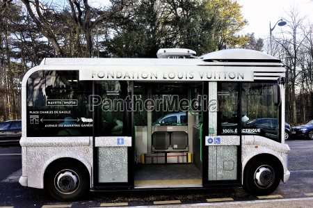 electric buses to transport visitors to