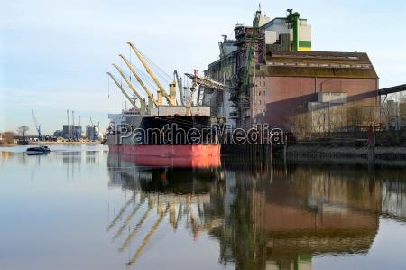 hamburg port with suction estate plant