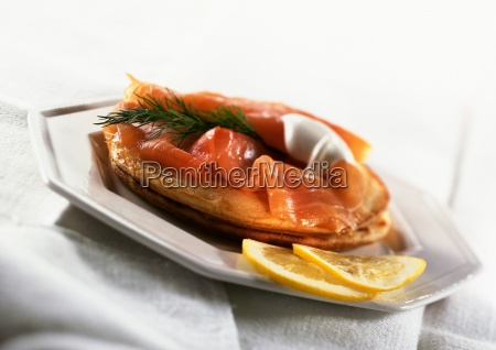 blinis topped with smoked salmon herbs