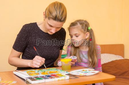 girl artist teaches a little girl