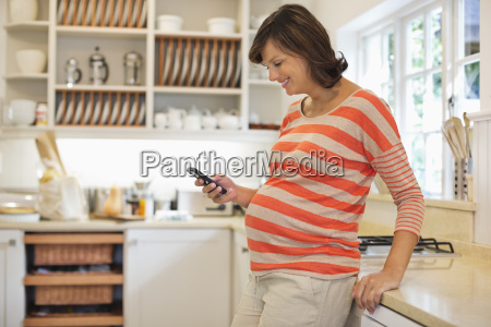 pregnant woman using cell phone