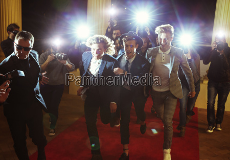 celebrities running from paparazzi photographers at