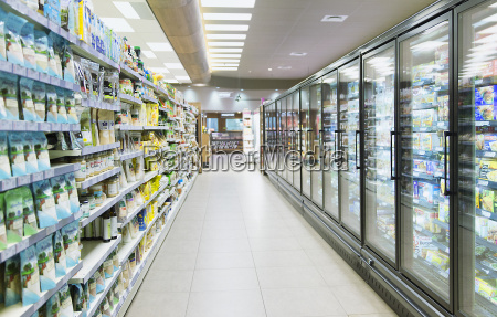empty aisle in grocery store