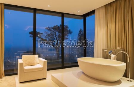 view of luxurious bathroom with bathtub