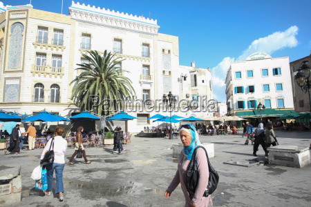 people in tunis