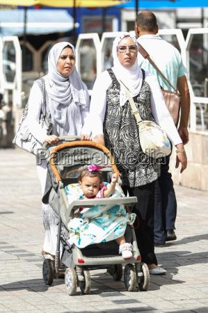 tunisian women in city