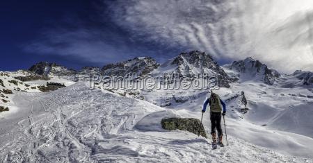 italy gran paradiso skiing into the