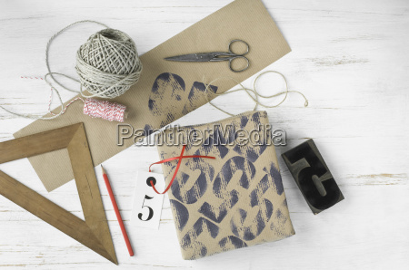 printed packing paper triangle stamp cord