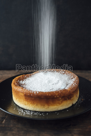 sprinkling japanese cheese cake with icing