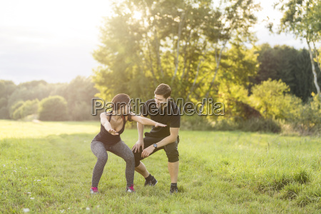 man looking at woman doing knee