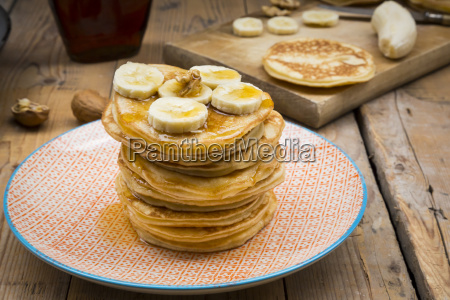 pancakes with walnut maple syrup and