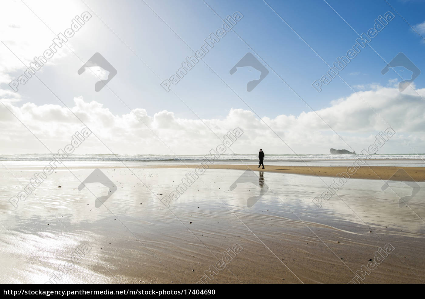 france, , bretagne, , finistere, , crozon, peninsula, , woman - 17404690