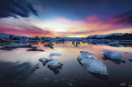 iceland vatnajokull national park sunset icebergs
