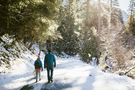 a married couple walking in yosemite