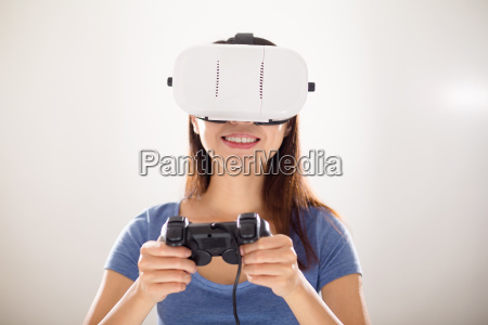 woman play video game wearing virtual
